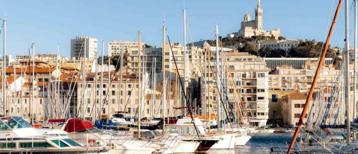 H tel de l 39 ariana marseille h tel petits prix entre le for Appartement design friche gare st charles vieux port